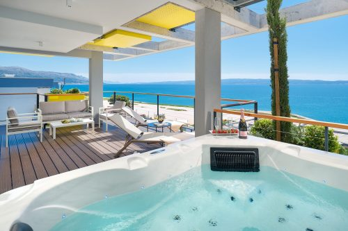 LUX SUITE WITH PRIVATE JACUZZI